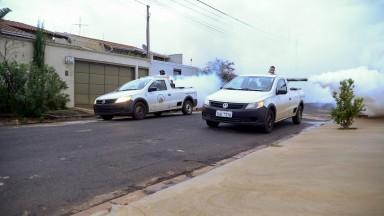 Carro de nebulização percorre bairros de Barretos no combate ao Aedes Aegypti