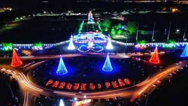 Equipe de montagem da decoração natalina do Parque do Peão comemora reconhecimento do público