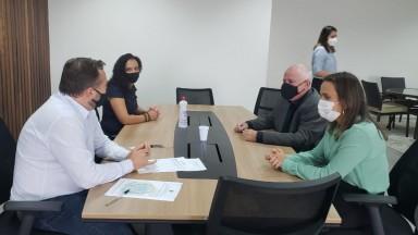 Prefeita de Barretos concretiza doação para o município dos 27 imóveis da Colônia da FEPASA