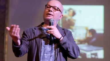 Marcelo Tas faz sucesso em palestra no UNIFEB